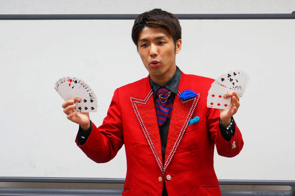 けやき台出身の若手実力派マジシャン、ジョン・道阪さんにインタビュー!