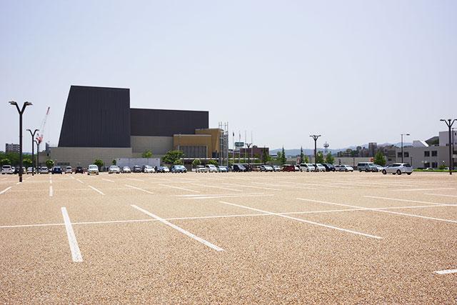 郷の音ホール駐車場の駐車スペース