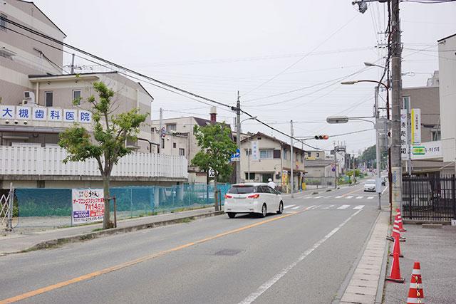 本場讃岐いきいきうどん三田店から西方面の道