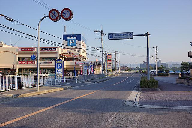 「ホームドライ」サンチェスタ店から北西方面の道