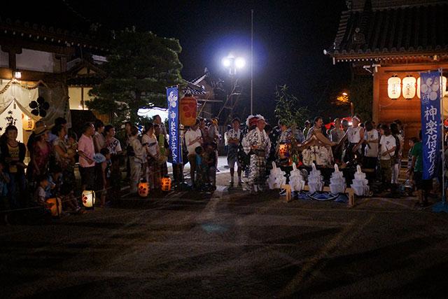三田天満神社の夏祭、獅子舞の奉納前の様子
