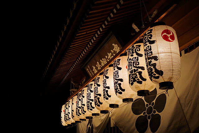 三田天満神社の夏祭正門の提灯