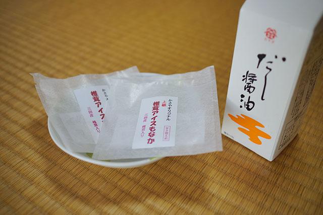 「椎茸アイスもなか」と醤油
