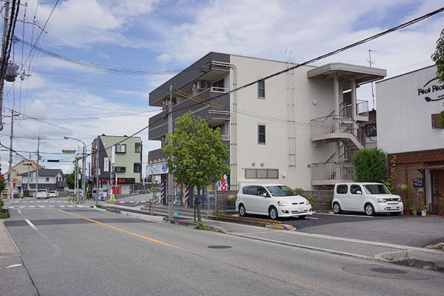 理容cut-A(カットエー)三田店から東方面の道