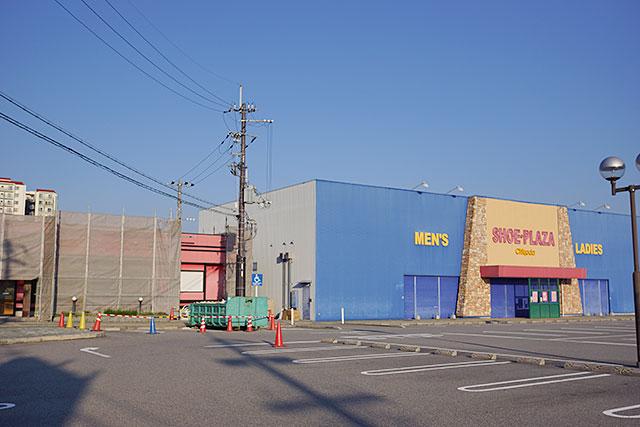 お好み焼き偶三田ウッディタウン店北隣の様子