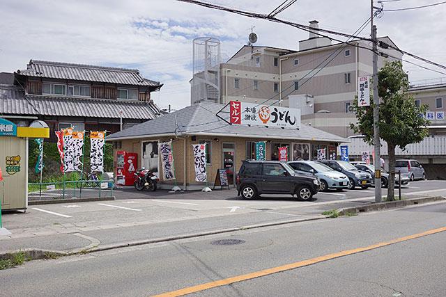 本場讃岐いきいきうどん三田店の外観