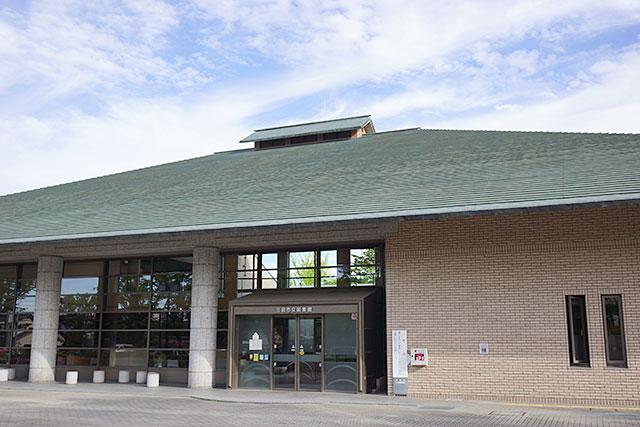 三田市立図書館本館の全景