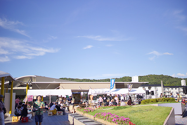 「三田駅前酒宴」の遠景