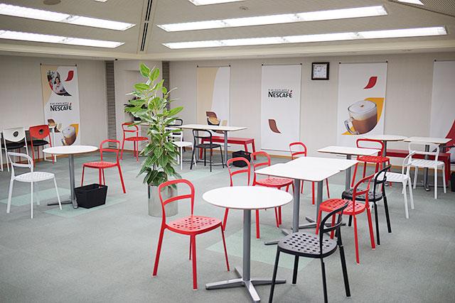 三田市立図書館にカフェスペースと無線LAN優先席ができてた