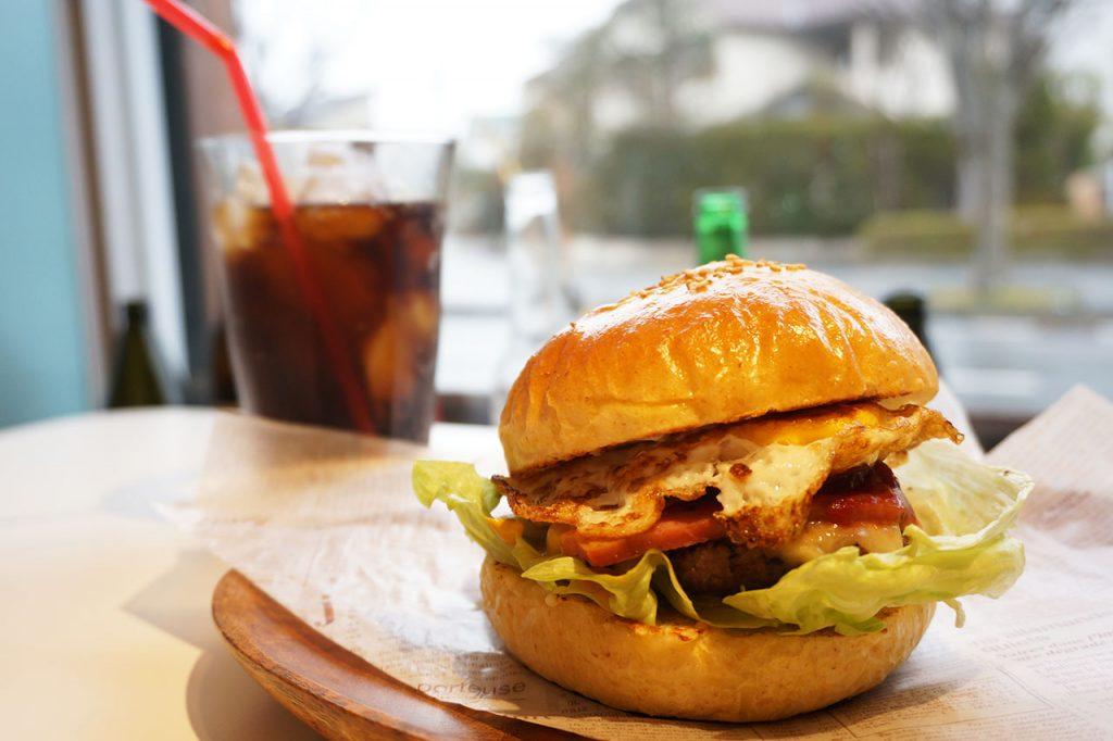 三田本町のCafe&Bar TINY TINY(タイニー タイニー)ひとりでもくつろげる小さなカフェ