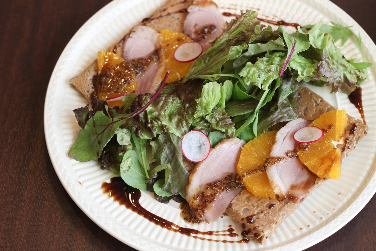 creperie SANA Cafe(サナカフェ)の自家製合鴨の燻製ガレット