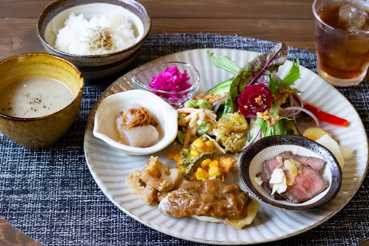 三田市の自然派カフェレストラン「freeely」(フリーリー)で心と身体にやさしいほっこりランチ